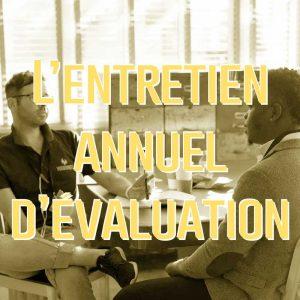 2 personnes en entretien annuel d'évaluation